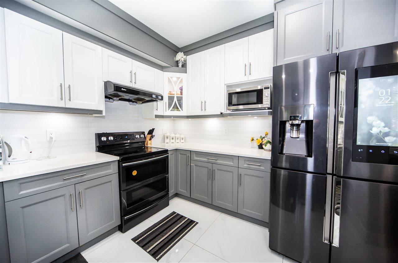 Buliding: 14468 73a Avenue, Surrey, BC