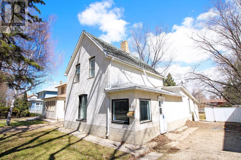 House for sale at 67 Assiniboia Ave Yorkton Saskatchewan - MLS: SK755010