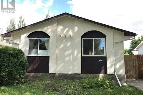 House for sale at 67 Young Cres Regina Saskatchewan - MLS: SK805666