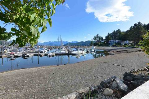 House for sale at 670 Bay Rd Gibsons British Columbia - MLS: R2454491