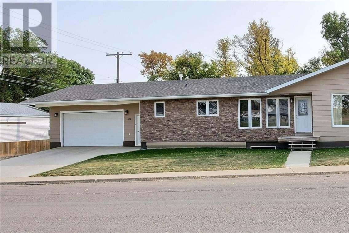 House for sale at 670 Lorne St W Swift Current Saskatchewan - MLS: SK826972
