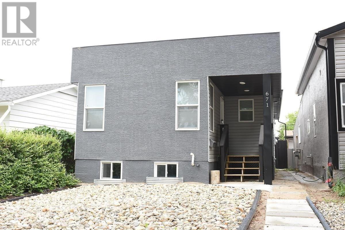 House for sale at 671 Montague St Regina Saskatchewan - MLS: SK815049