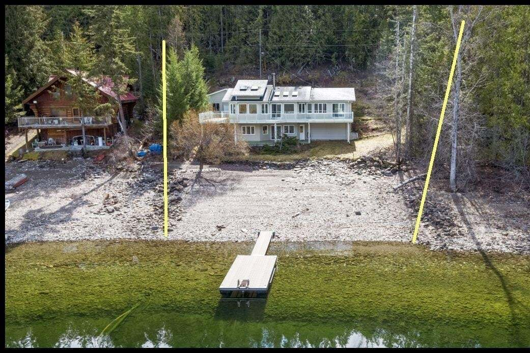 House for sale at 6741 Eagle Bay Rd Eagle Bay British Columbia - MLS: 10207339