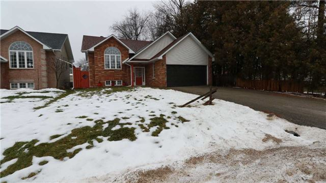 For Sale: 676 Lakelands Avenue, Innisfil, ON   3 Bed, 3 Bath House for $578,888. See 20 photos!