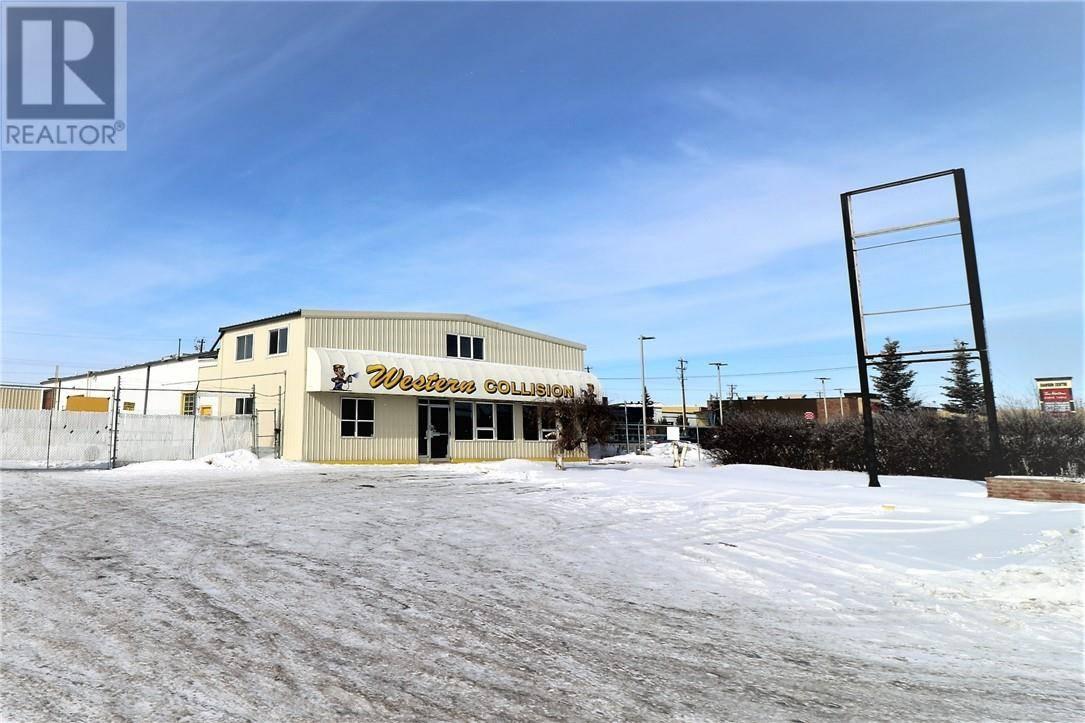 Home for sale at 6790 50 Ave Red Deer Alberta - MLS: ca0188268