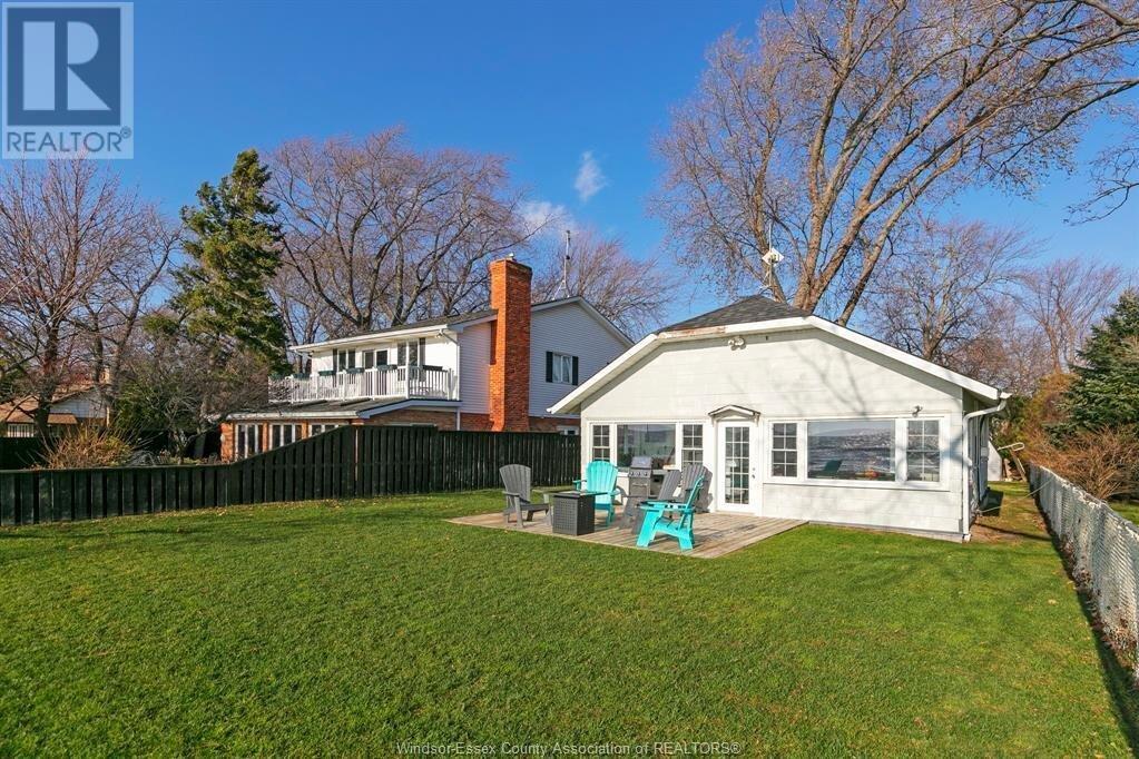 House for sale at 681 Beach Beach Essex Ontario - MLS: 20015417
