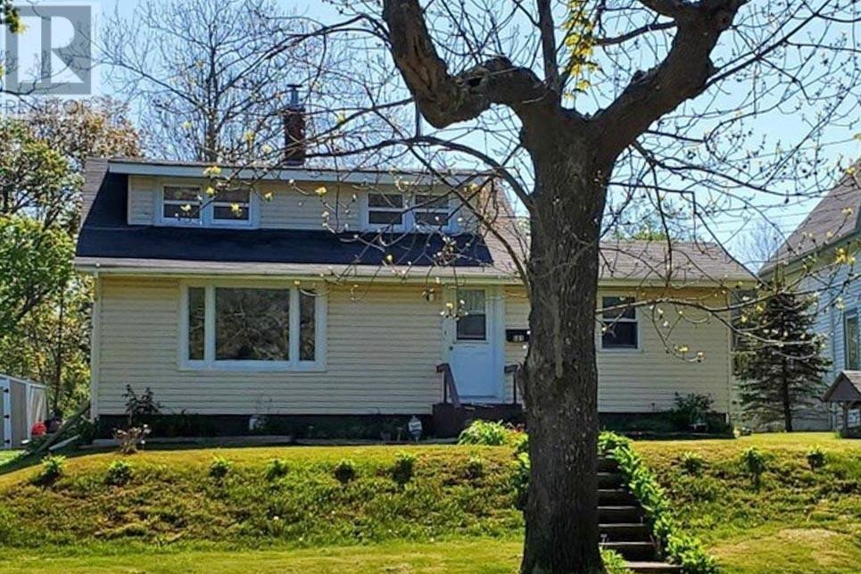 House for sale at 681 Main St Yarmouth Nova Scotia - MLS: 202024432