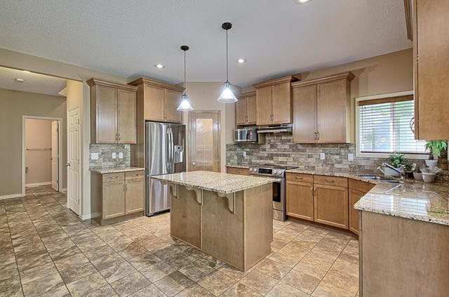 For Sale: 6818 Speaker Vista, Edmonton, AB | 3 Bed, 2 Bath House for $539,000. See 30 photos!