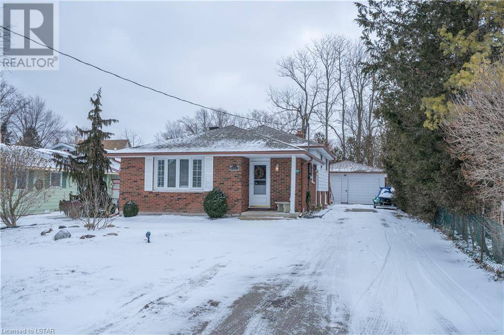 House for sale at 6820 Evergreen Lane Ln Plympton-wyoming Ontario - MLS: 244769