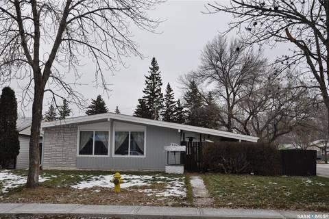 House for sale at 685 Forget St Regina Saskatchewan - MLS: SK792868