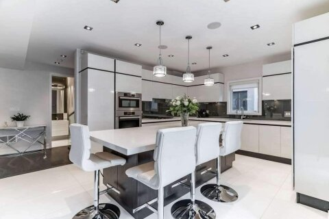 685 Montbeck Crescent, Mississauga | Image 2