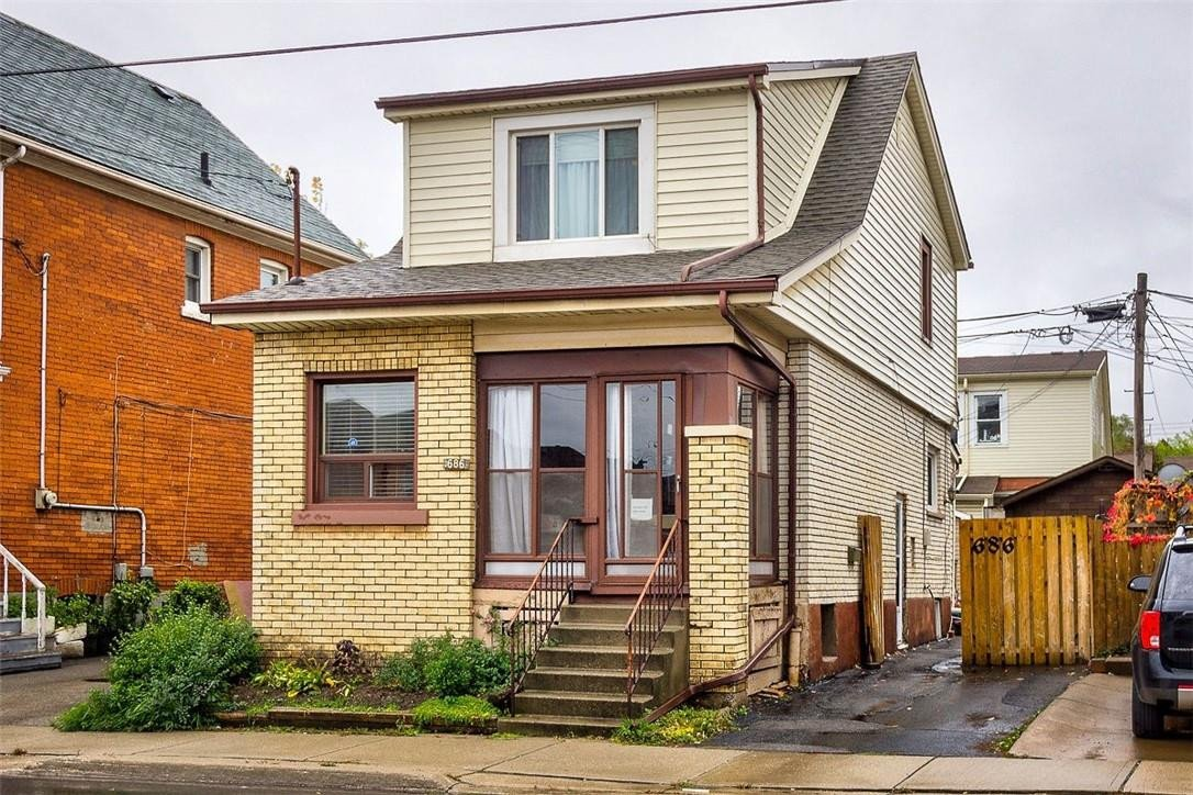 House for sale at 686 Cannon St E Hamilton Ontario - MLS: H4091833