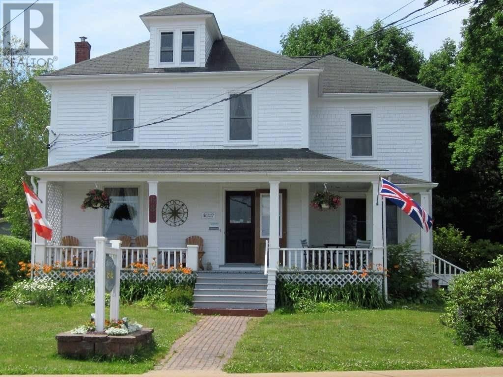 House for sale at 686 Main St Mahone Bay Nova Scotia - MLS: 202005124