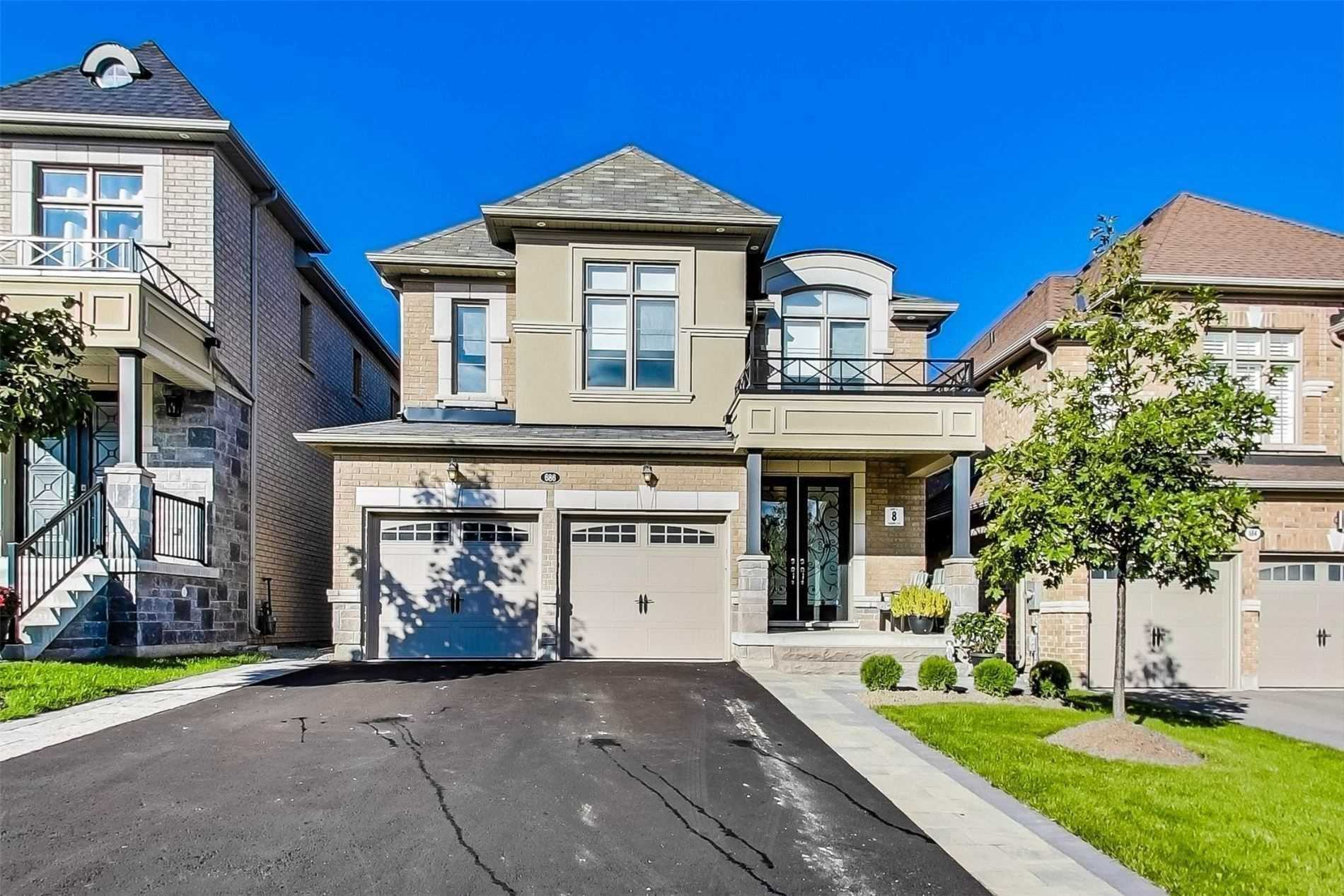 For Sale: 686 Mcgregor Farm Trail, Newmarket, ON | 4 Bed, 3 Bath House for $1158800.00. See 38 photos!