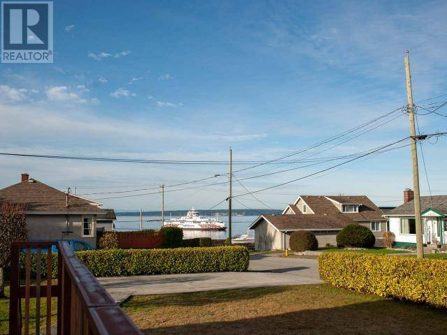 6878 Invermere Court, Powell River | Image 2