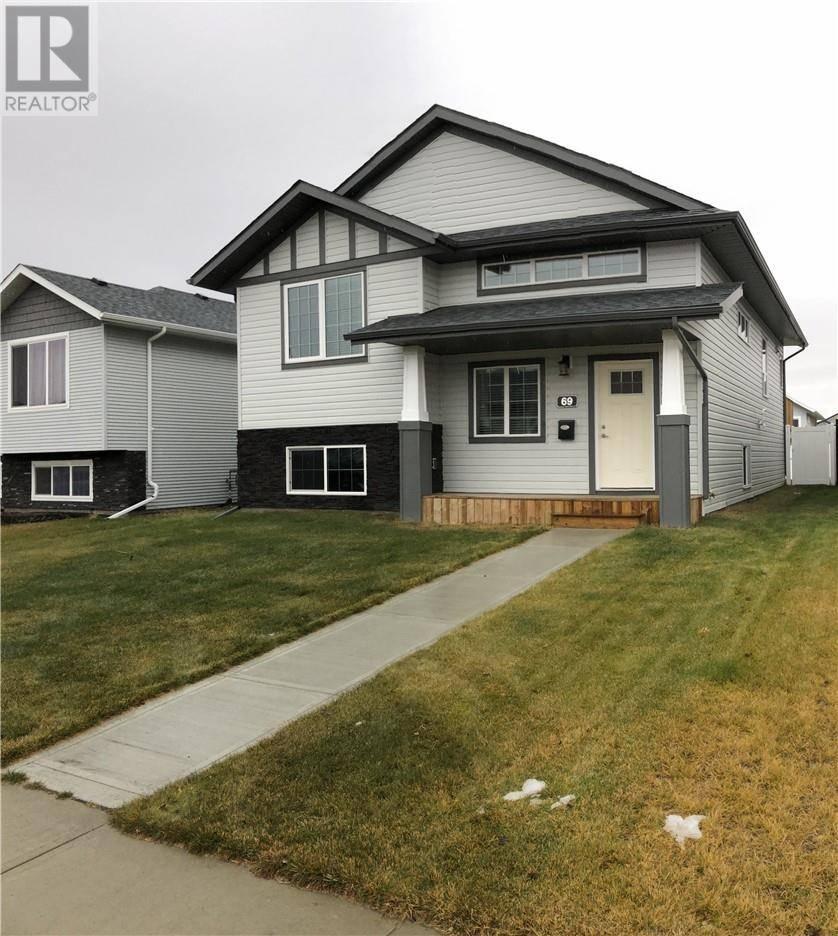 House for sale at 69 Coachman Wy Blackfalds Alberta - MLS: ca0183161