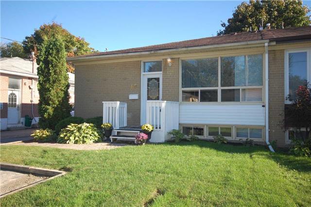 House for sale at 69 Davis Road Aurora Ontario - MLS: N4263222