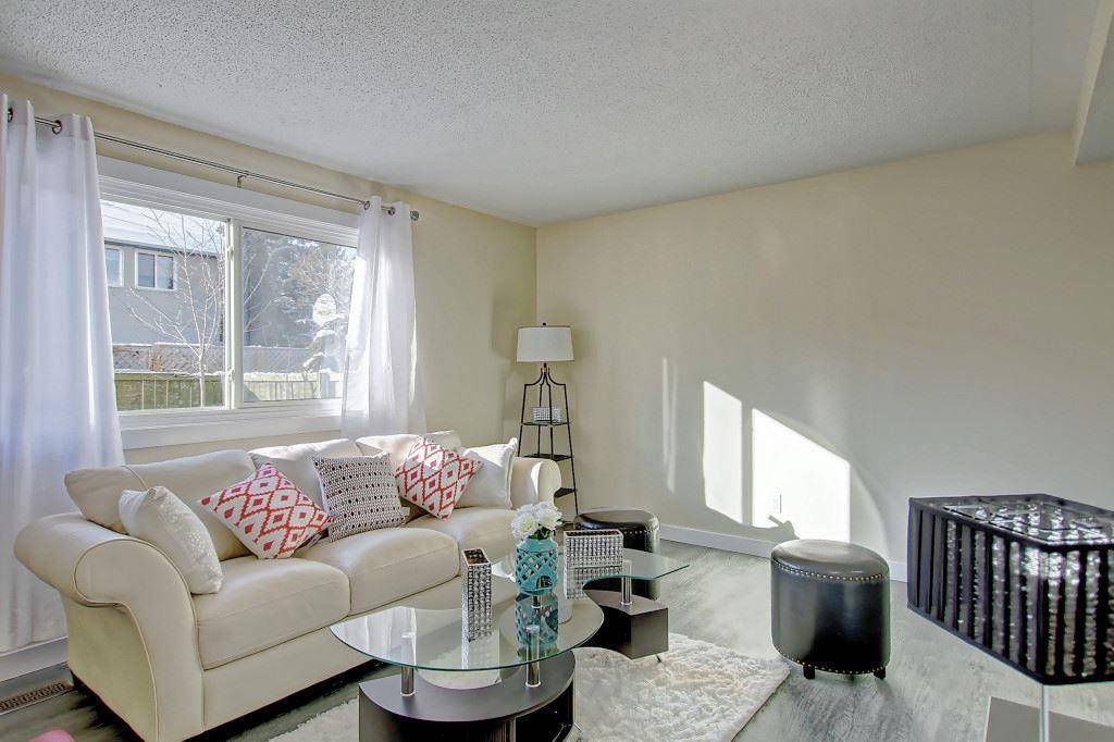 Townhouse for sale at 692 Abbottsfield Rd Nw Edmonton Alberta - MLS: E4194133