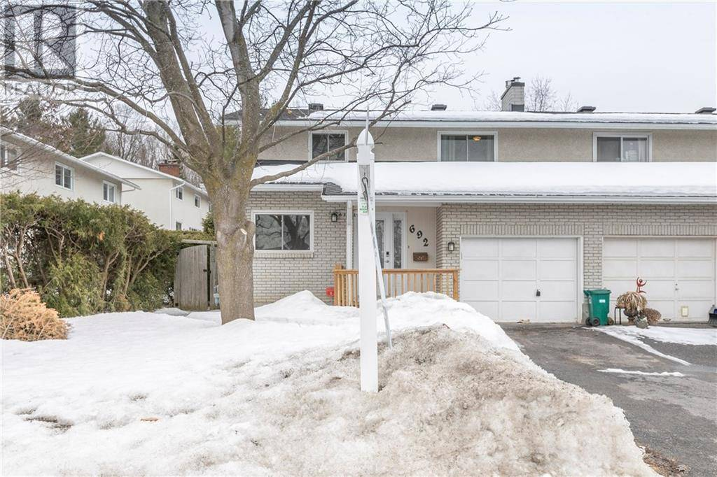 House for sale at 692 Laverendrye Dr Ottawa Ontario - MLS: 1186138