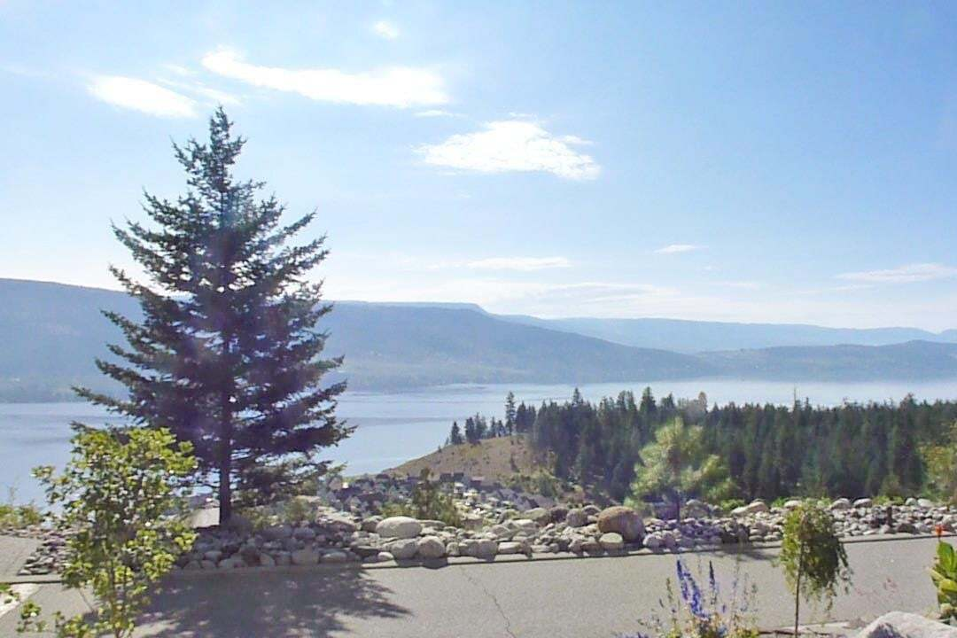 Residential property for sale at 6937 Terazona Dr West Kelowna British Columbia - MLS: 10200415