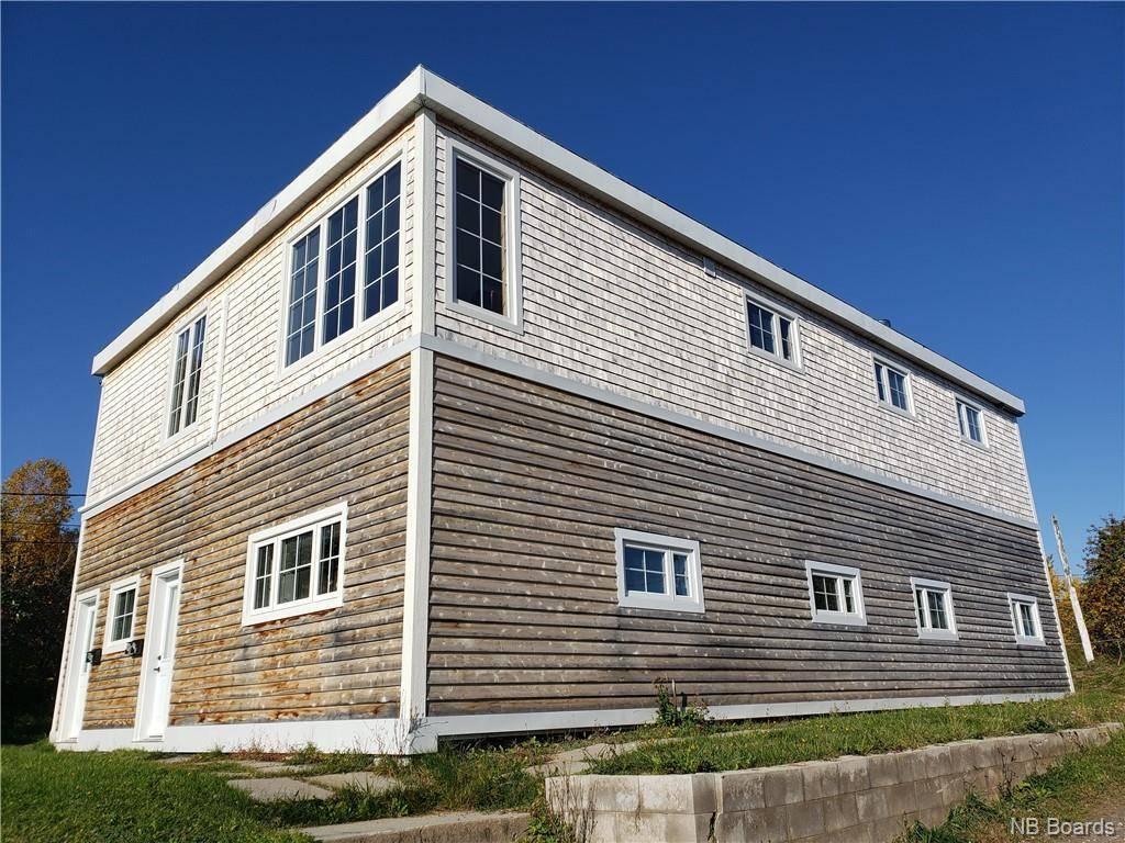 Townhouse for sale at 698 Garden  Bathurst New Brunswick - MLS: NB035038