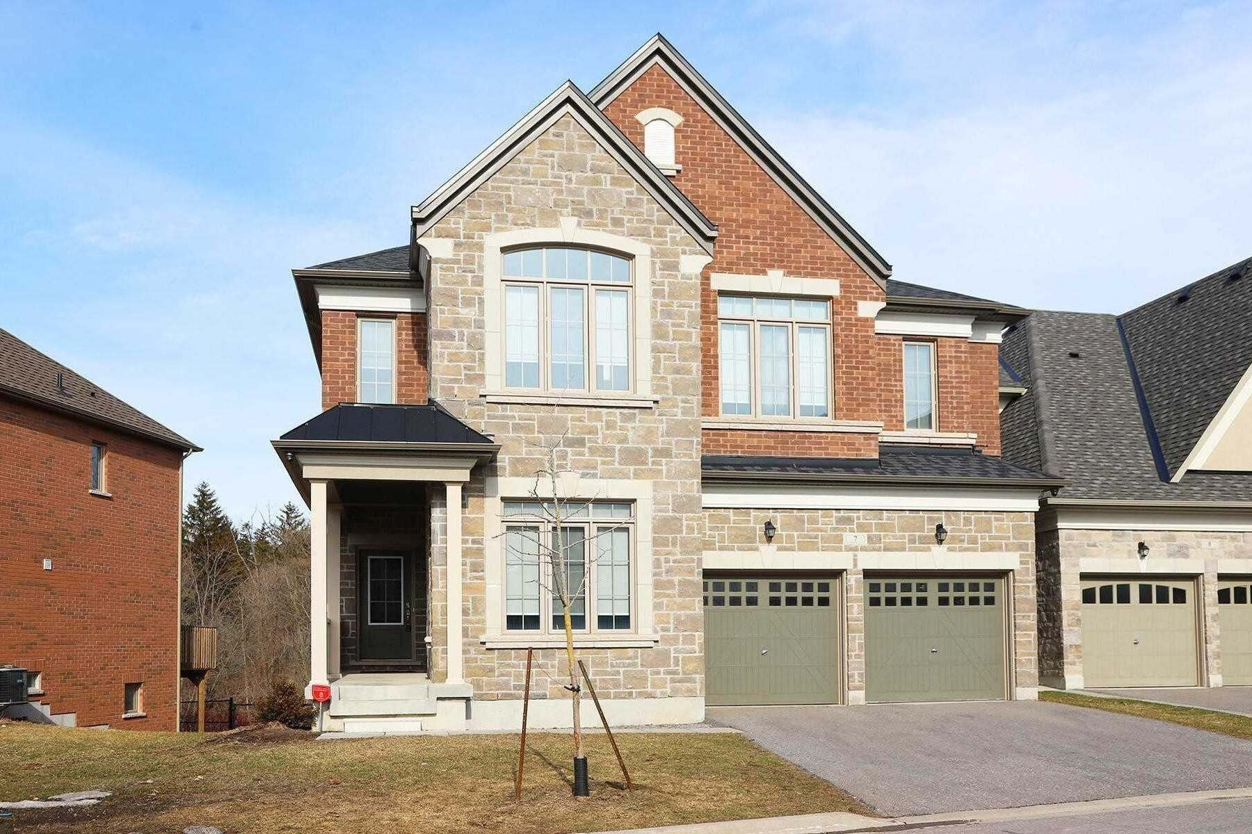 Buliding: 1815 Fairport Road, Pickering, ON