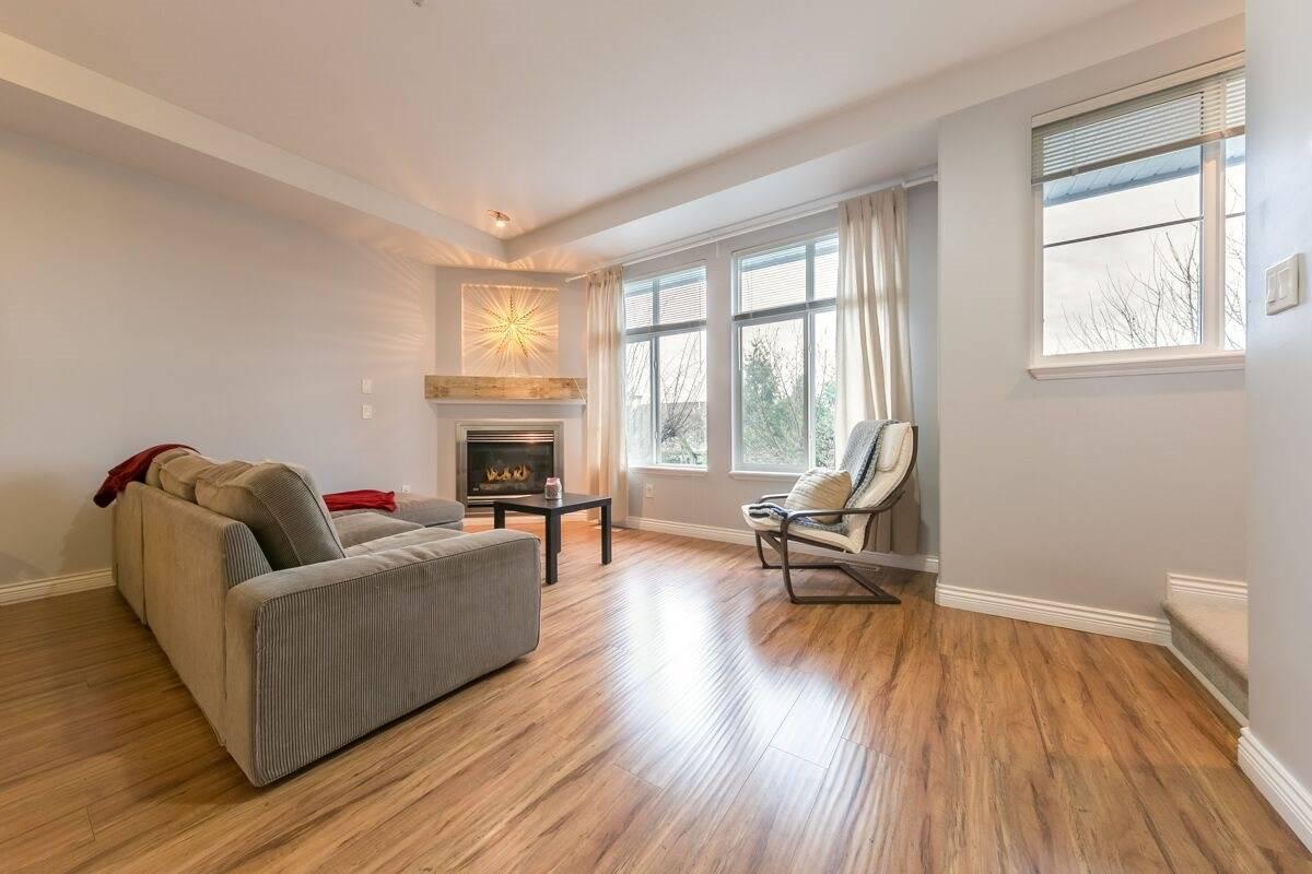 Buliding: 20449 66 Avenue, Langley, BC