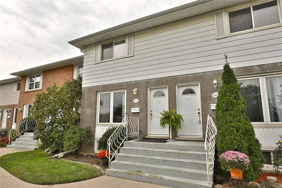 Townhouse for sale at 2101 Meadowbrook Rd Unit 7 Burlington Ontario - MLS: H4065397