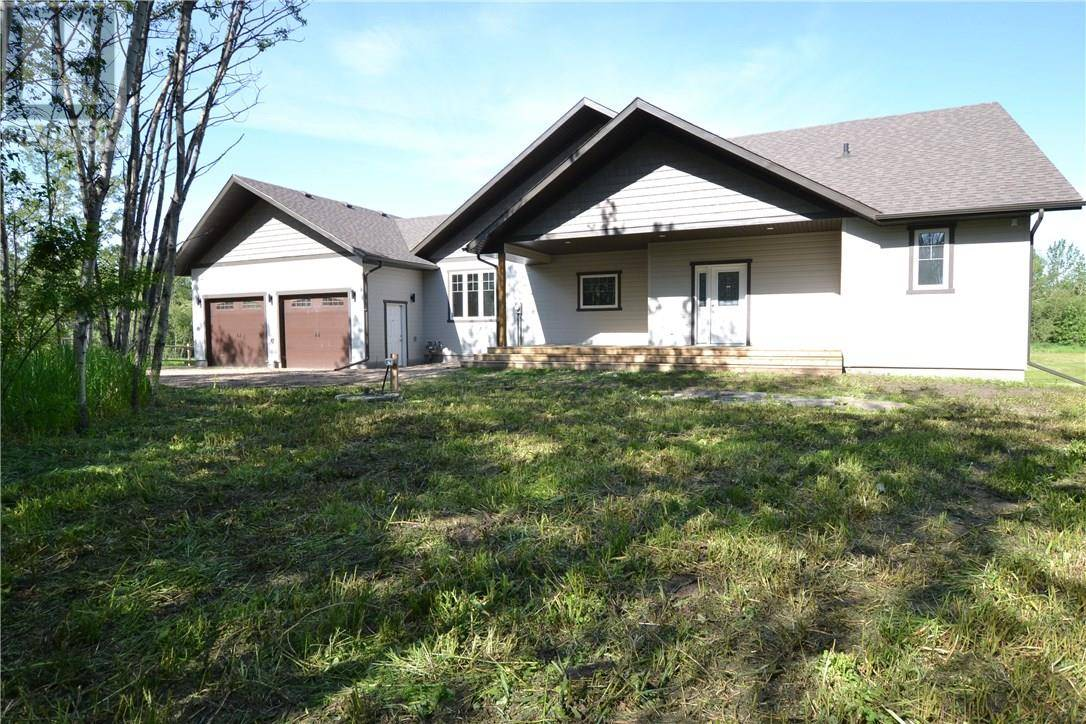 Buliding: 44 Avenue Close, Alix, AB