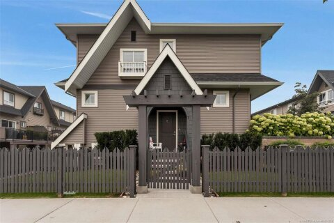 Townhouse for sale at  Old Meadows Rd Unit 7 Kelowna British Columbia - MLS: 10215224