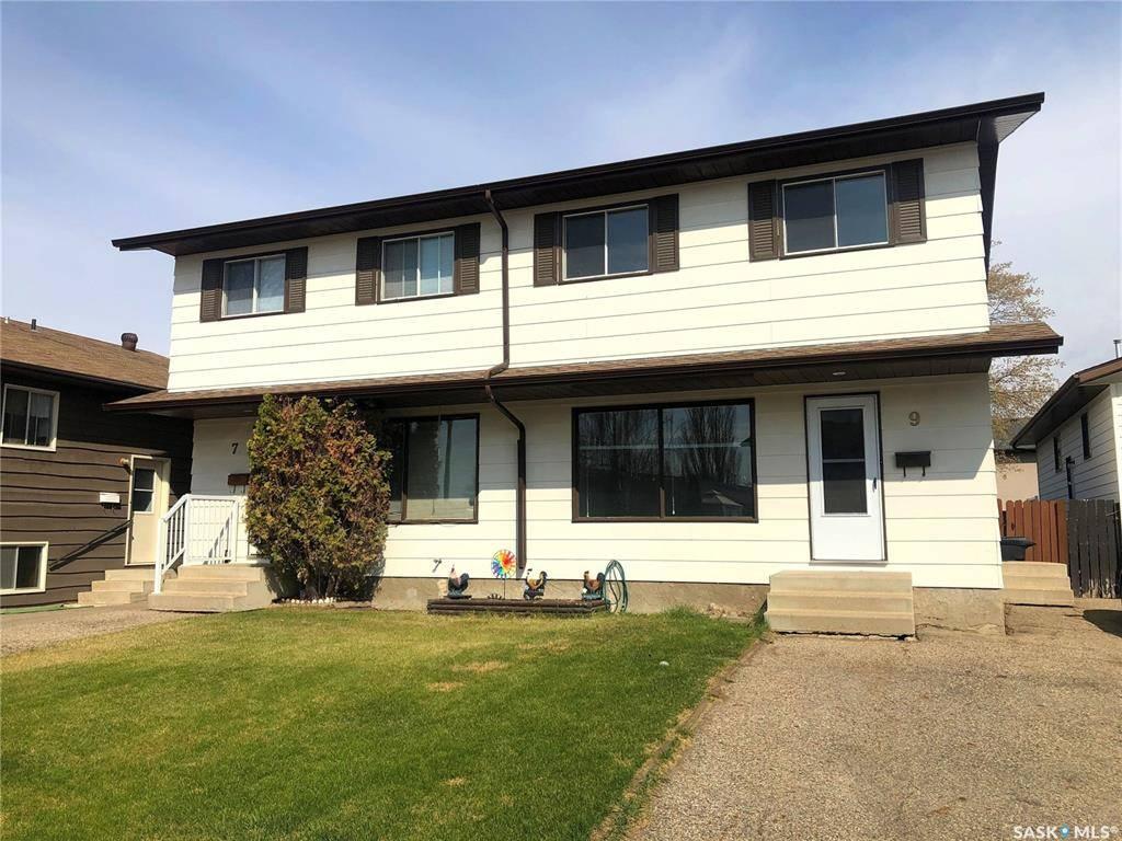Townhouse for sale at 9 Delaronde Hl Unit 7 Saskatoon Saskatchewan - MLS: SK802867