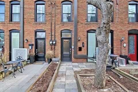 Townhouse for sale at 7 Bisley St Toronto Ontario - MLS: E5085960