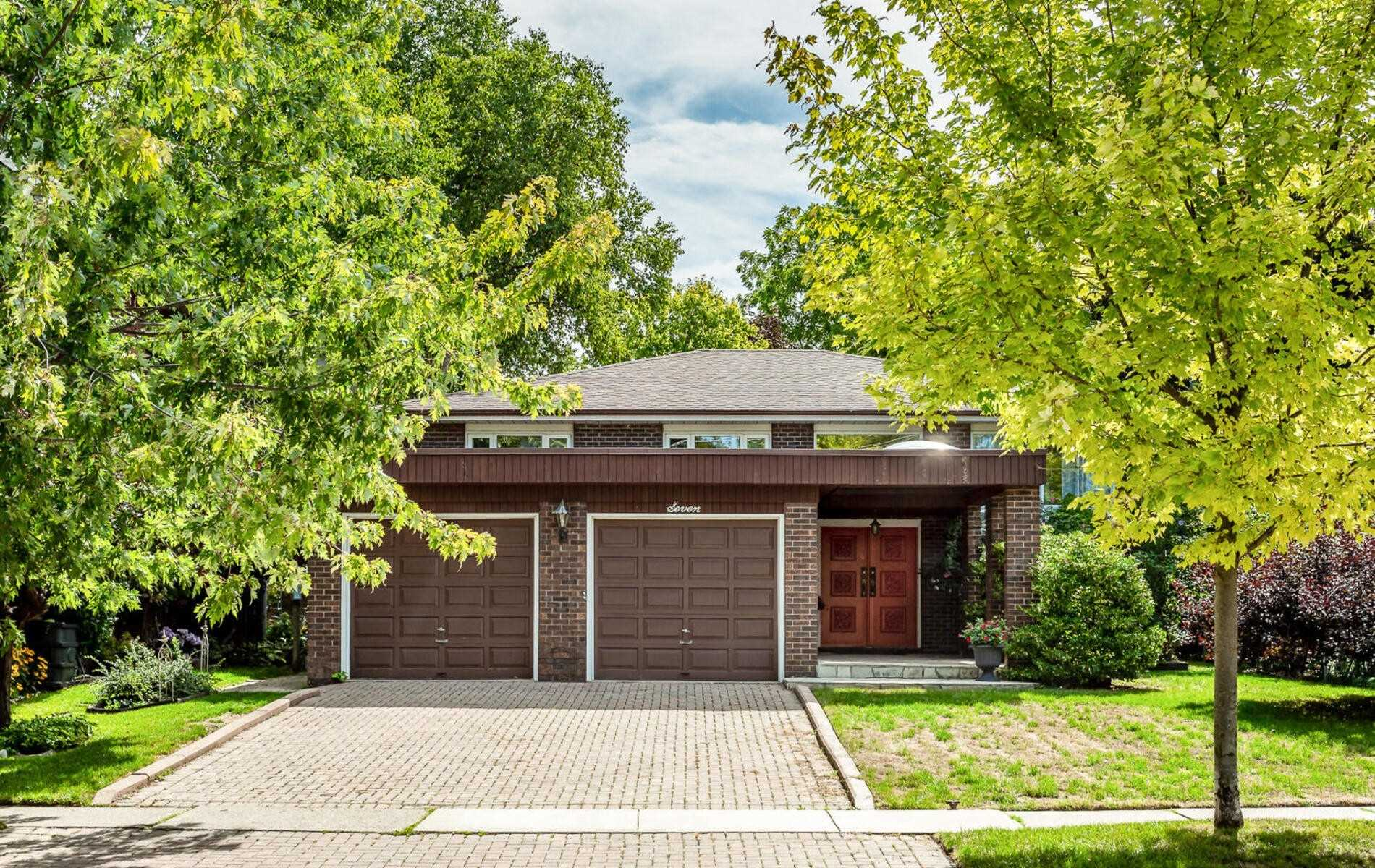 For Sale: 7 Craig Street, Brampton, ON   3 Bed, 3 Bath House for $928000.00. See 38 photos!