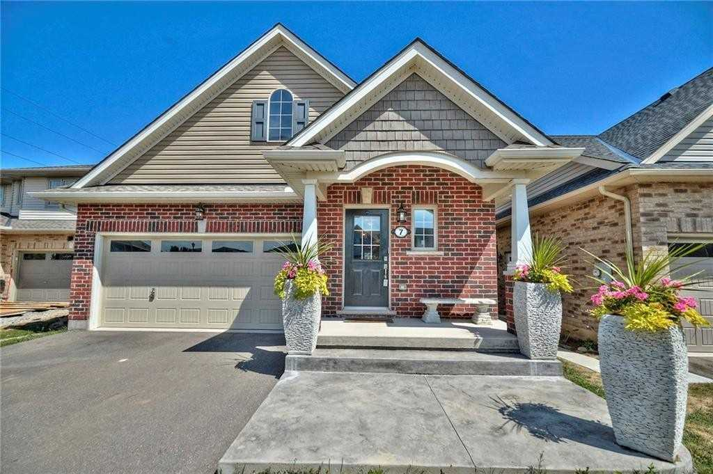 For Sale: 7 Kenmar Court, St Catharines, ON   2 Bed, 3 Bath House for $659900.00. See 38 photos!