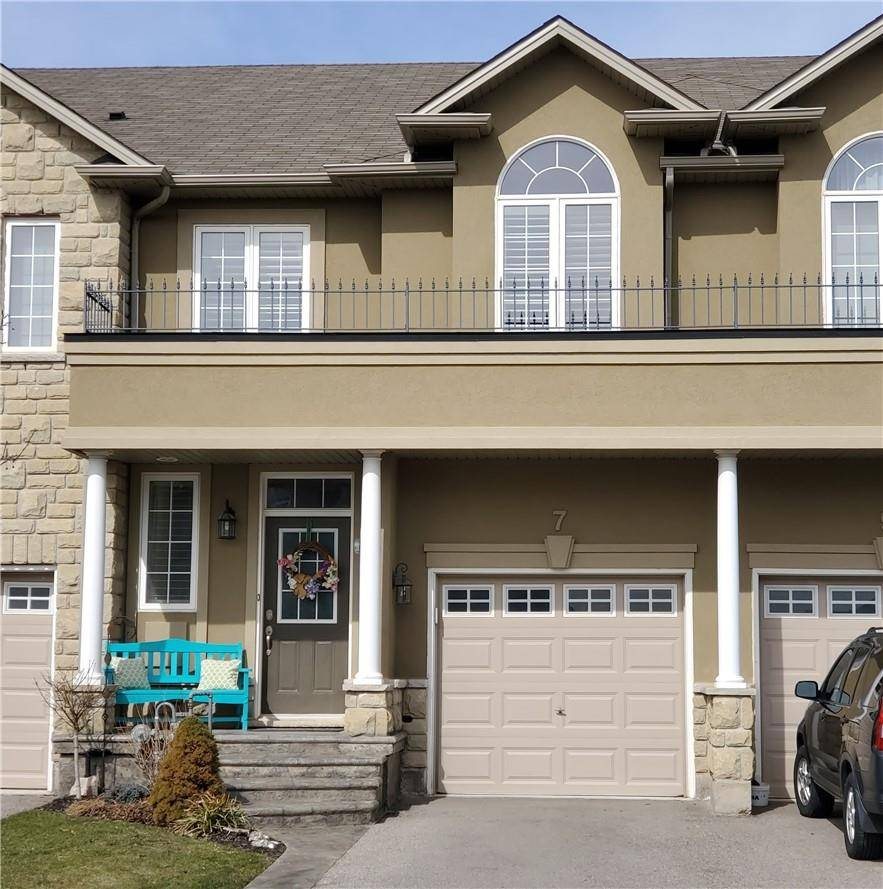 Townhouse for sale at 7 Springview Dr Waterdown Ontario - MLS: H4075090