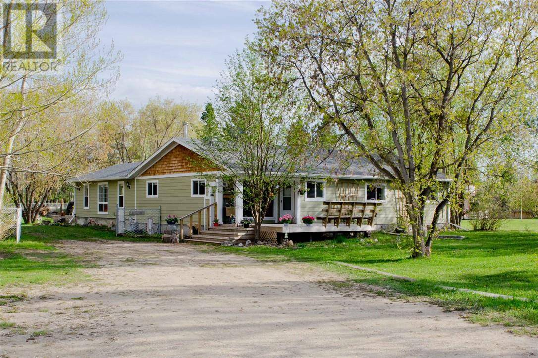 House for sale at 70 Lakeview Ave Gull Lake Alberta - MLS: ca0167783