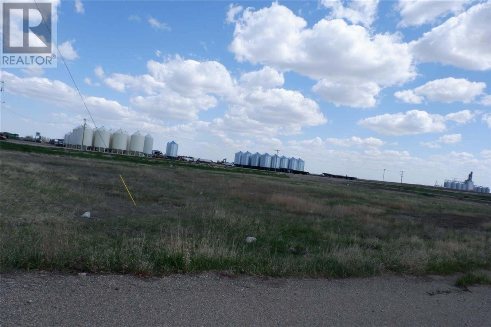 Home for sale at 701 2 Hwy N Assiniboia Saskatchewan - MLS: SK811025