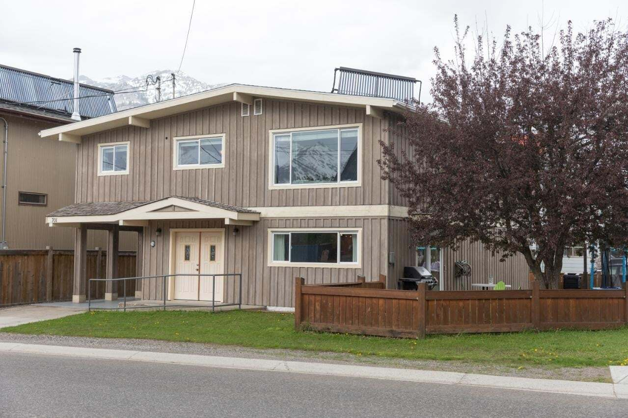 House for sale at 701 4th Avenue  Fernie British Columbia - MLS: 2452150