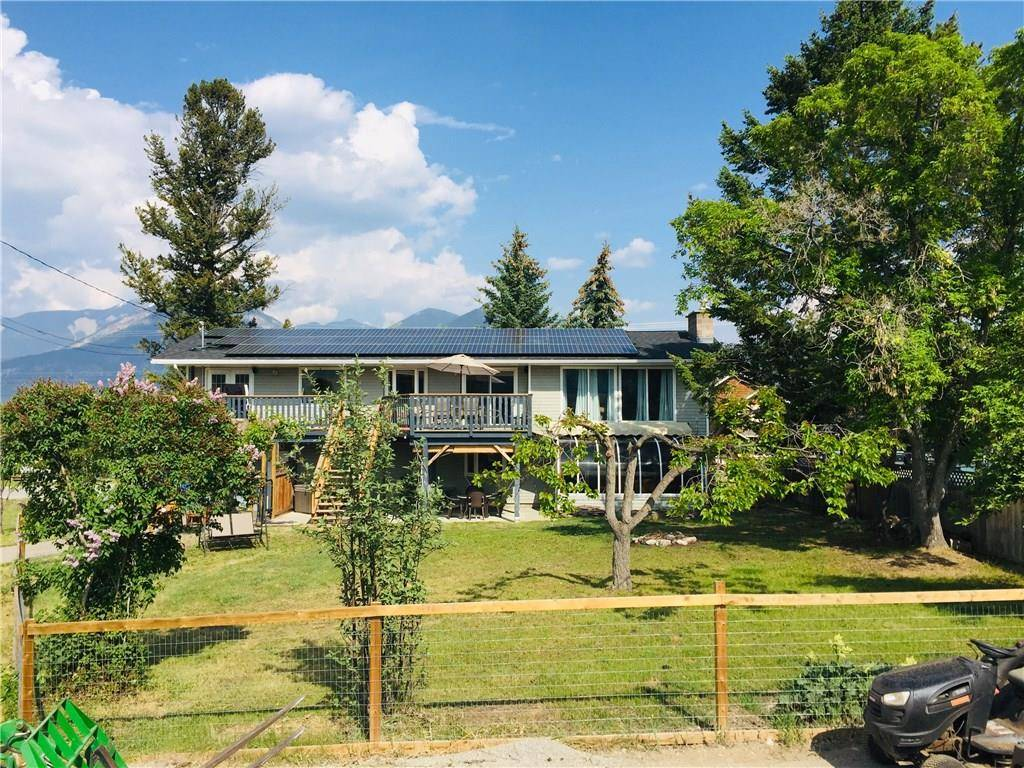 House for sale at 702 13th Ave Invermere British Columbia - MLS: 2438276