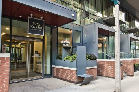 Apartment for rent at 20 Bruyeres Me Unit 702 Toronto Ontario - MLS: C5056800