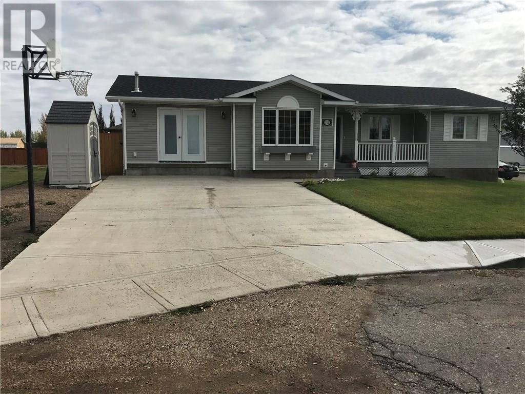 House for sale at 702 9th St W Shaunavon Saskatchewan - MLS: SK748658