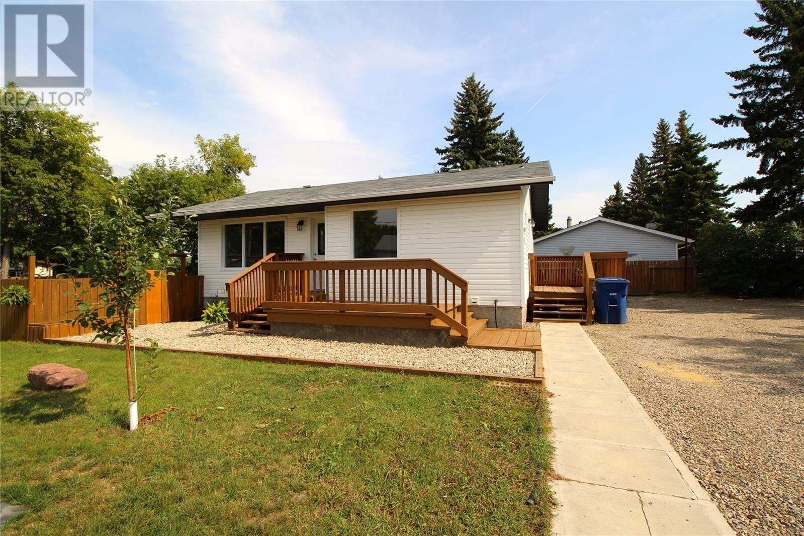 House for sale at 702 North Front St Moosomin Saskatchewan - MLS: SK823521
