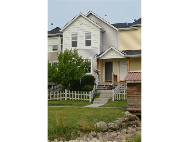 For Sale: 702 Prairie Sound Circle Northwest, High River, AB   2 Bed, 3 Bath Townhouse for $195,000. See 43 photos!