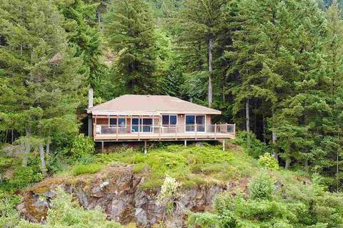 House for sale at 7025 Rockwell Dr Harrison Hot Springs British Columbia - MLS: R2351005