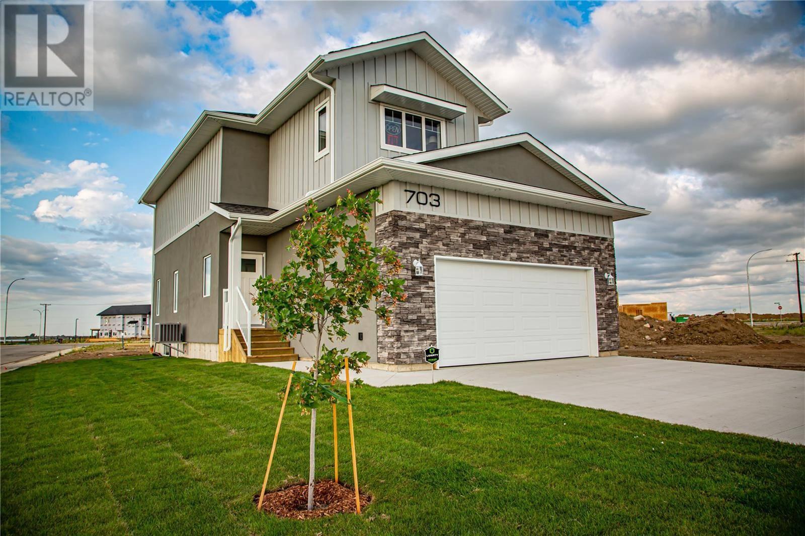 House for sale at 703 Kenaschuk Li Saskatoon Saskatchewan - MLS: SK783283
