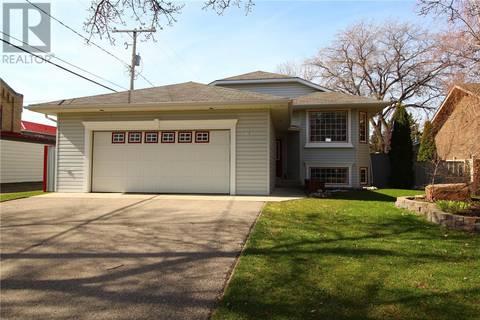 House for sale at 703 Mark Ave Moosomin Saskatchewan - MLS: SK792633