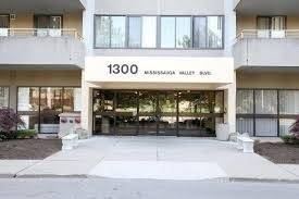 Apartment for rent at 1300 Mississauga Valley Blvd Unit 704 Mississauga Ontario - MLS: W4689516