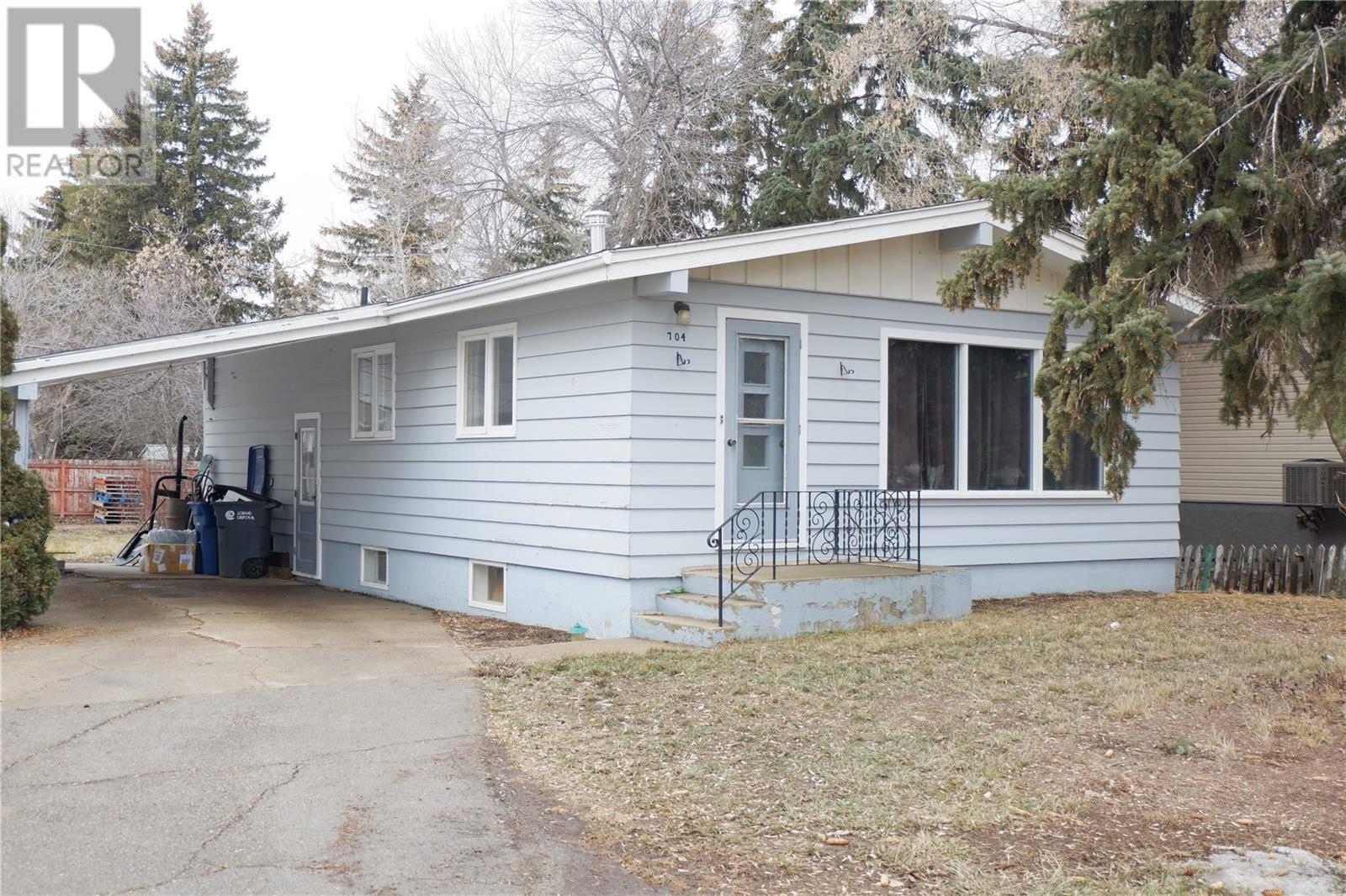 House for sale at 704 4th St E Assiniboia Saskatchewan - MLS: SK759743