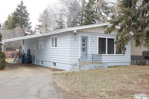 House for sale at 704 4th St E Assiniboia Saskatchewan - MLS: SK799775