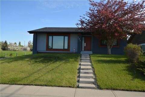 House for sale at 704 Lake Lucerne Dr Southeast Calgary Alberta - MLS: C4297279